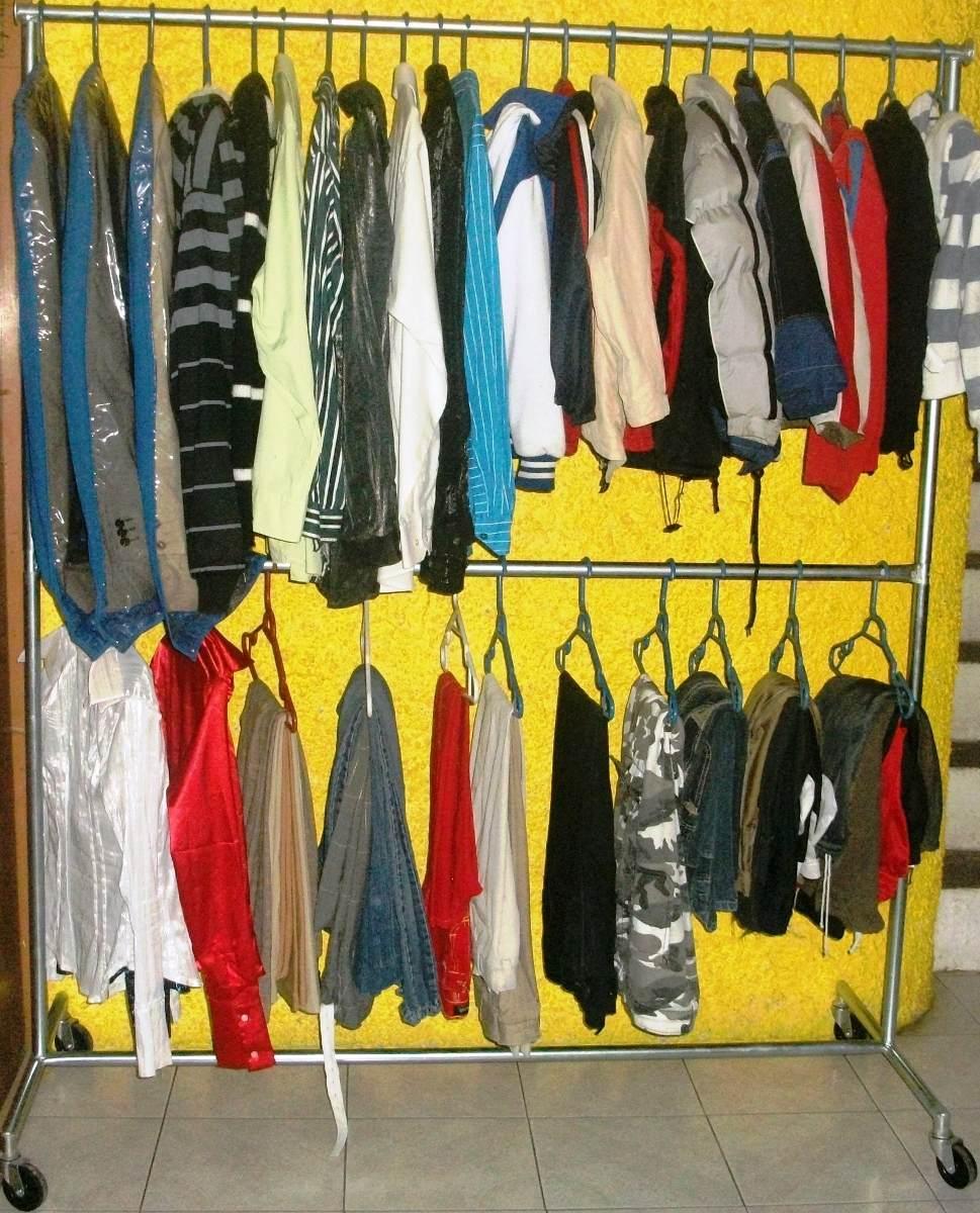 Mueble colgador de ropa practico para despues de for Muebles para ropa
