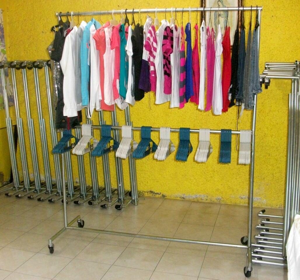 Muebles para guardar ropa planchar for Colgador de pared para ropa