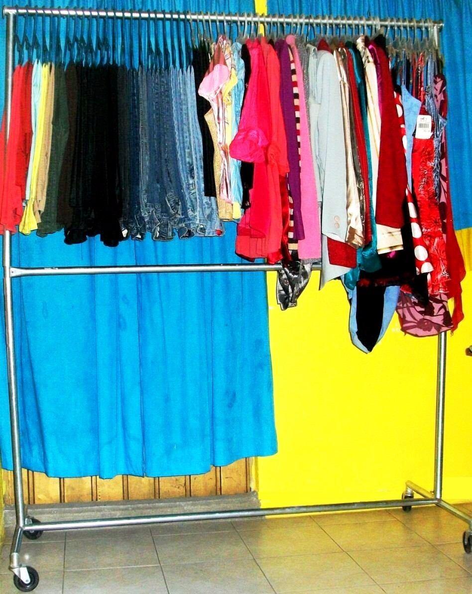 Mueble colgador para toda tu ropa tipo closet muy for Colgador ropa pared