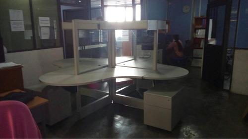 mueble con mamparas para 4 usuarios en remate