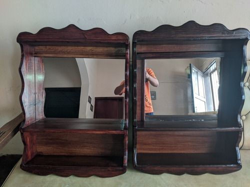 mueble de baño con espejo y repisas