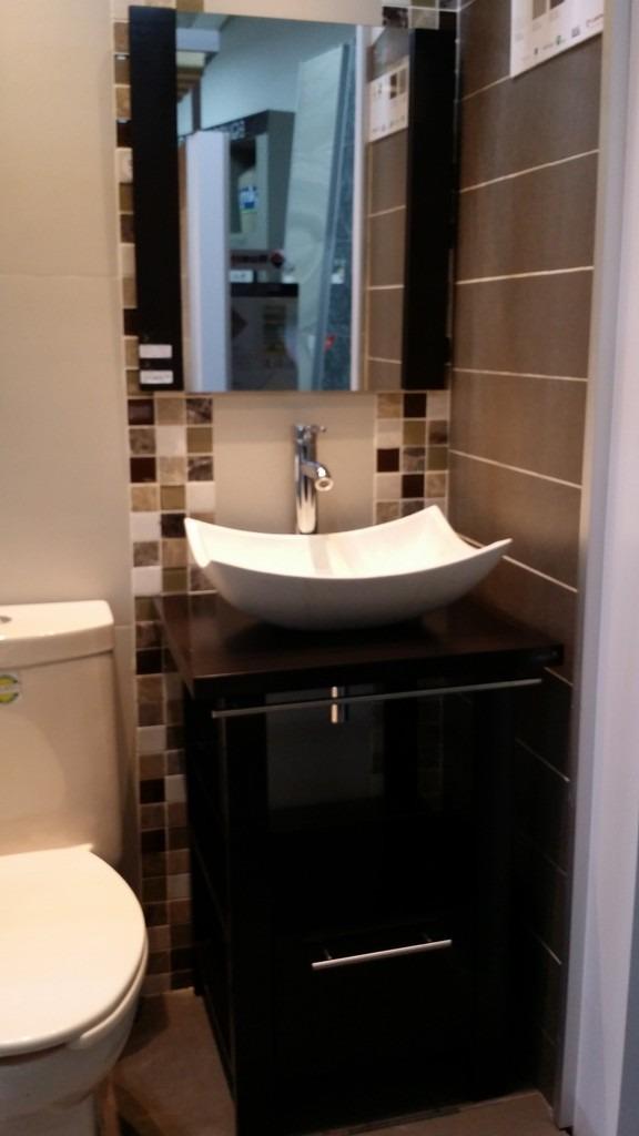 Mueble de ba o minimalista lavabo con marmol y espejo for Muebles de bano de obra