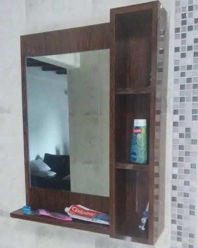 mueble de baño moderno minimalista con espejo en fórmica