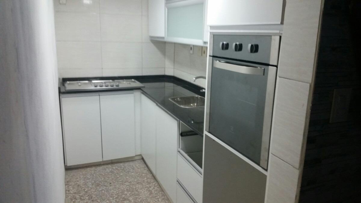 Mueble de cocina piletas bajo for Granito o silestone para cocinas
