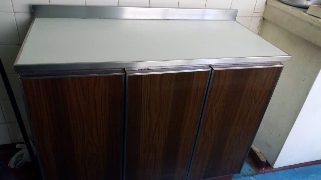 Mueble De Cocina Metálico Buen Estado - $ 55.000 en Mercado Libre