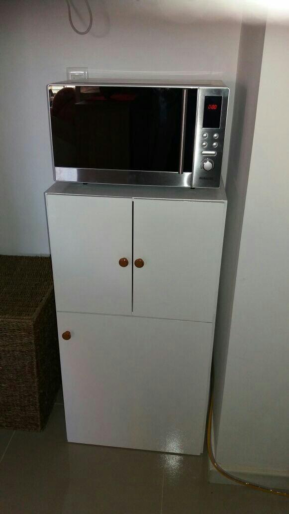 Mueble de cocina porta garrafa y microondas for Mueble cocina microondas