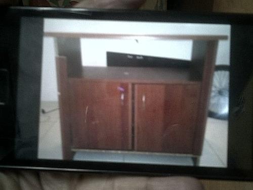 mueble de madera para tv y otros equipos