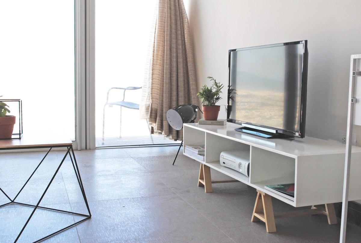 Mueble de tv acero madera dise o moderno minimalista for Diseno de muebles de madera modernos