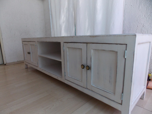 mueble de tv estilo vintage color blanco antiguo decapado