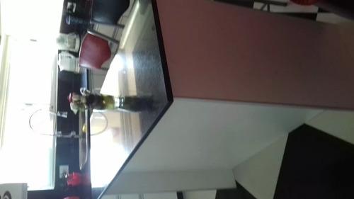 mueble desayunador de marmol con estantes impecable
