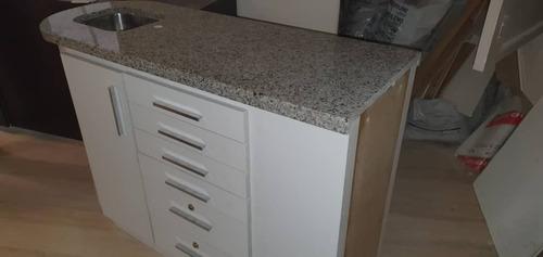 mueble en formica con tope de granito