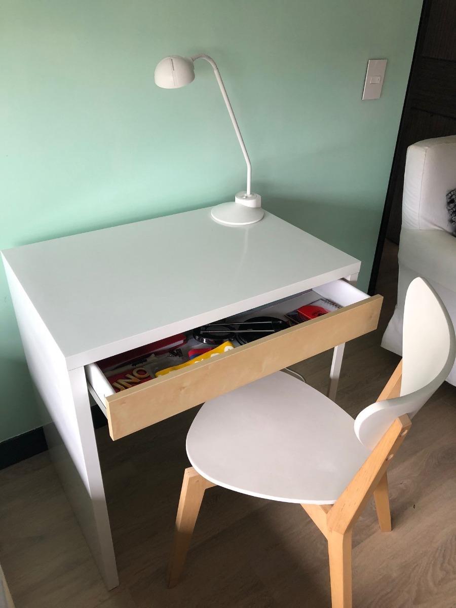 Mueble Escritorio Ikea Blanco Con Silla Y Lámpara $ 380.000