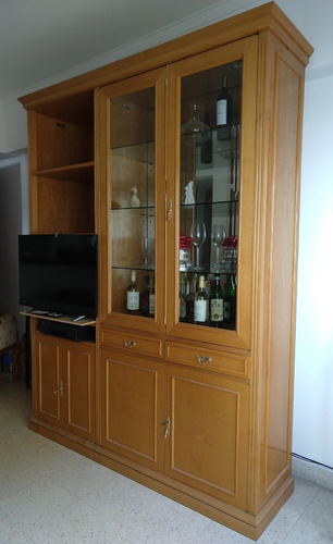 mueble living comedor vajillero cristalero 2,20 m de alto