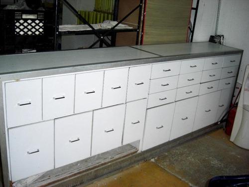 mueble mostrador con 25 gavetas