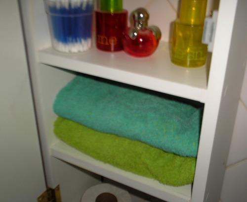 mueble organizador de baño esquinero