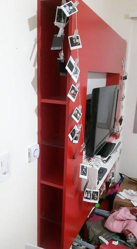 mueble para tv colgante de madera laqueada