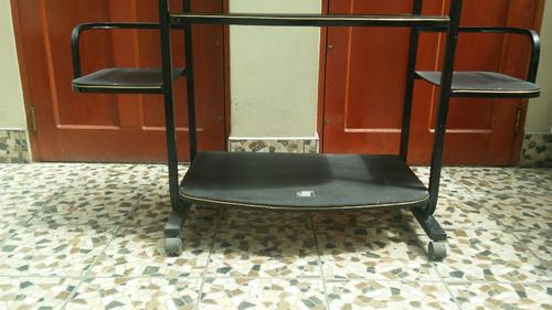 mueble para tv y parlantes, con ruedas