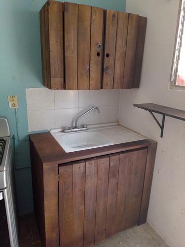 mueble rústico de tarima