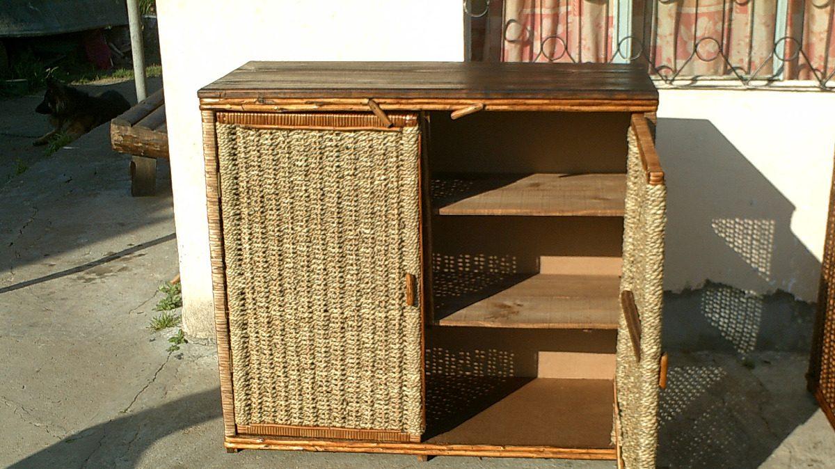 Mueble rustico en mimbre y cardo con tapa de madera masiza for Bar rustico de madera