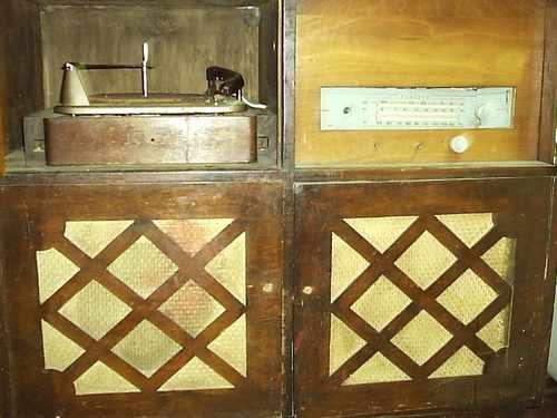 Mueble tocadiscos con radio antiguo para restaurar 150 for Mueble para tocadiscos ikea