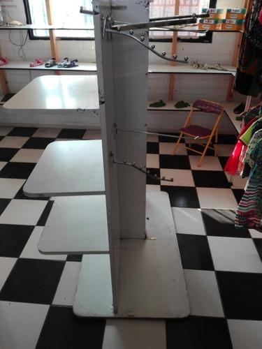 mueble vitrina y perchero para tienda