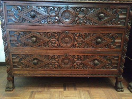 muebles antiguos tallados a mano (ropero y comoda)