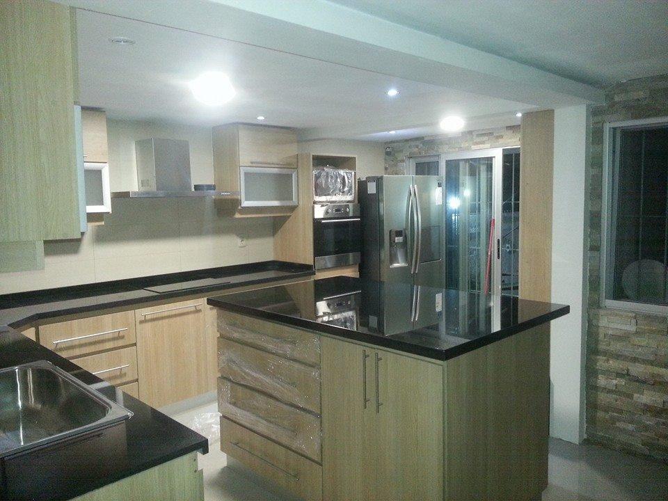 Amoblamientos de cocina muebles de cocina aereos bajo for Amoblamientos de cocina a medida precios