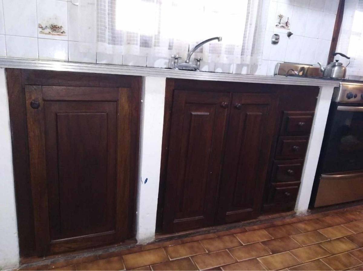 Muebles Cocina Madera, Ventanas Con Reja Y Taparrollo Y Spar ...