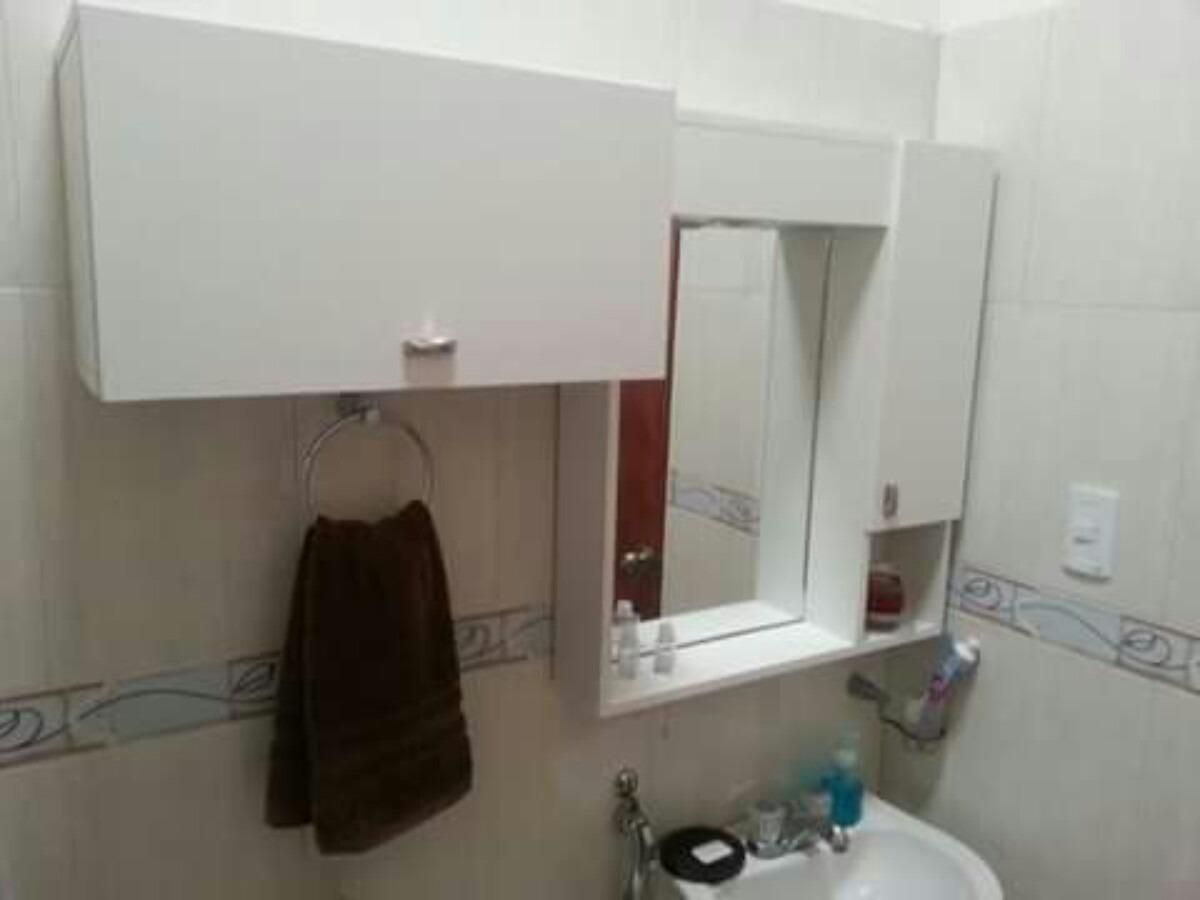 Muebles de ba o a reos con espejos y auxiliar bs for Mueble con espejo para bano