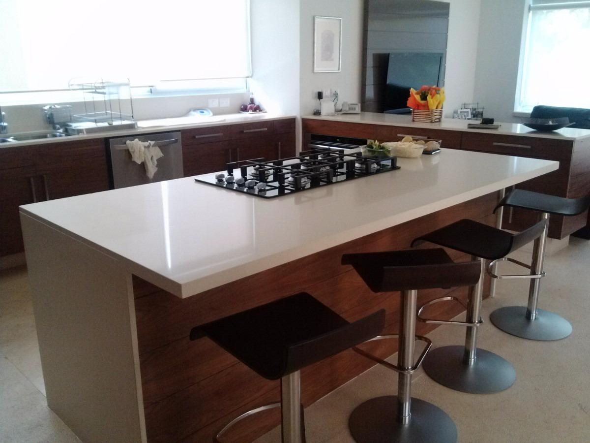 Muebles de cocina a medida con cubiertas de cuarzo y for Cubierta cocina