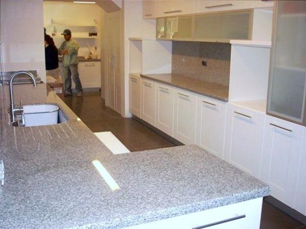 Muebles de cocina a medida con cubiertas de cuarzo y for Muebles a medida de cocina