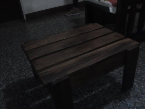 muebles de madera + cojines + mesa para equipo de sonido