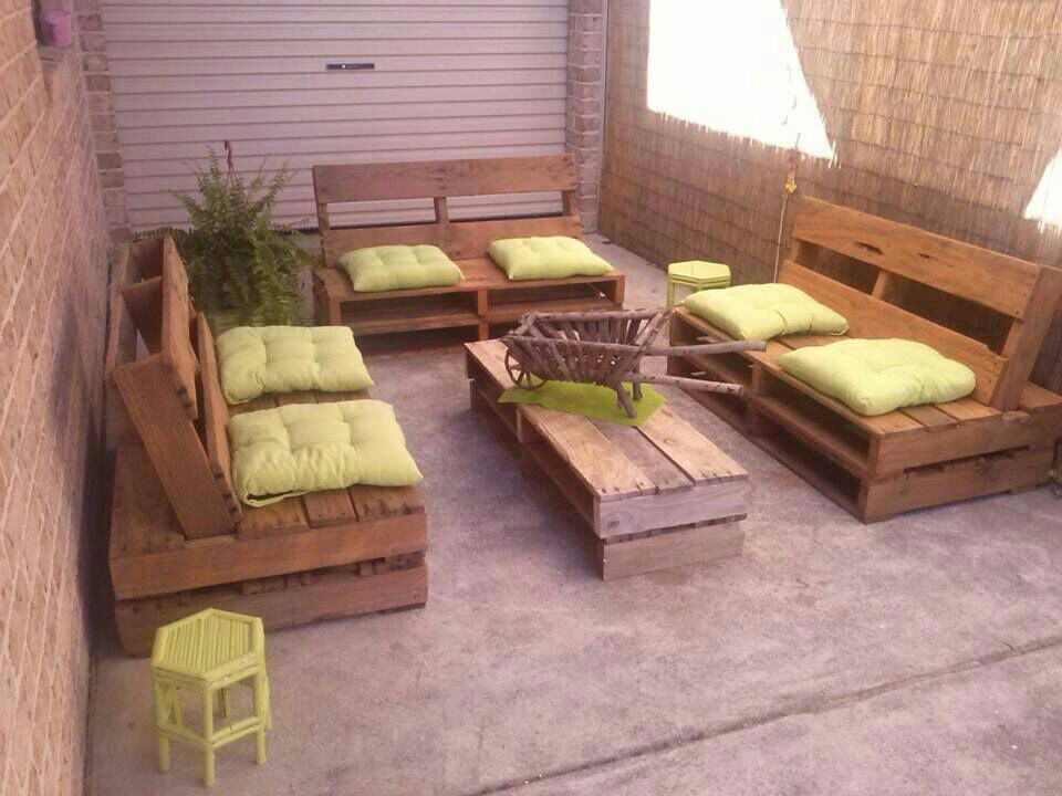 Muebles de palets pallet sof s esquineros y mesas ratonas for Muebles de palets para salon