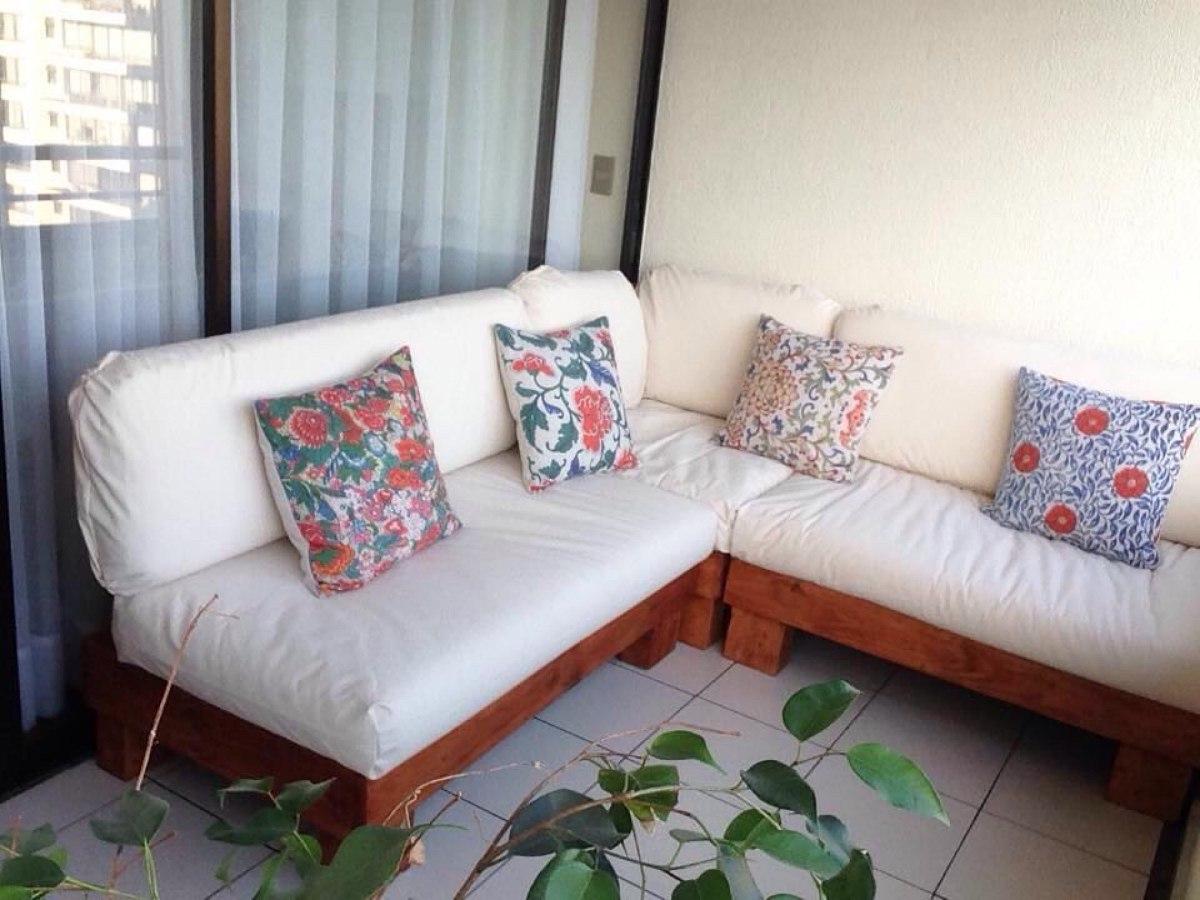 Muebles de terraza departamento hechos de pallets palet for Sillones de plastico para terrazas