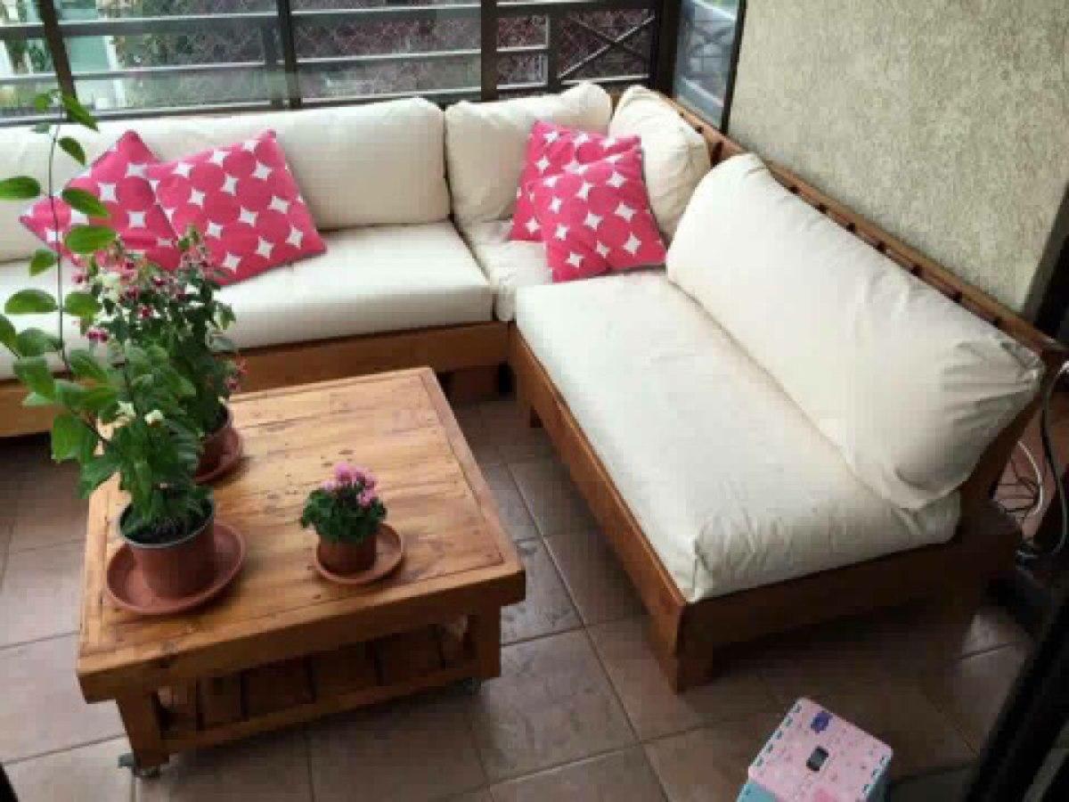 Muebles de terraza departamento hechos de pallets palet for Muebles para terraza en madera