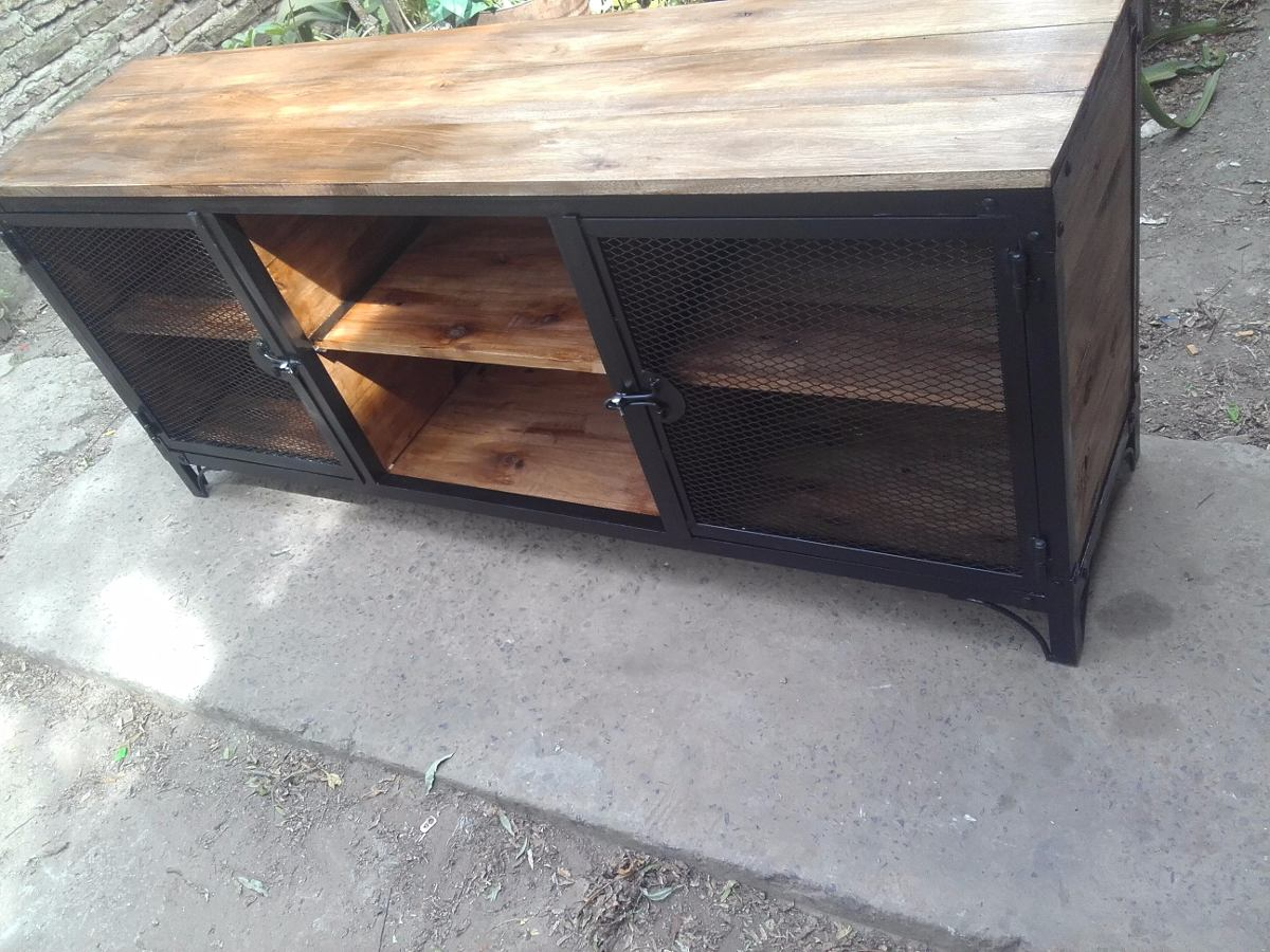 Muebles de hierro y madera cmo distinguir un mueble de for Muebles en hierro