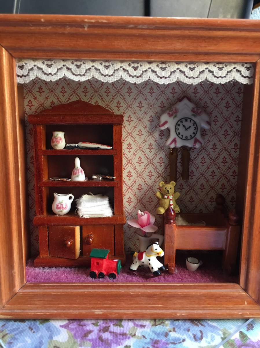 Muebles Miniaturas De Porcelana Cuarto De Bebé En Shadow Box ...