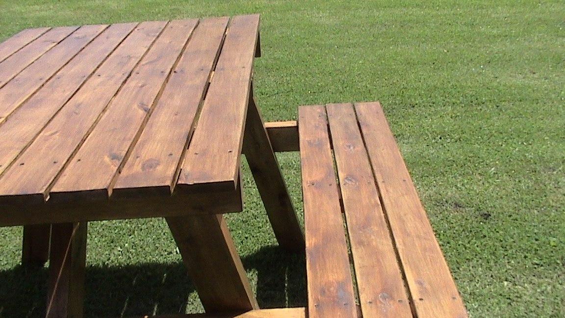Mesas madera mesa de comedor grande con patas de metal y for Sillas de madera para exterior