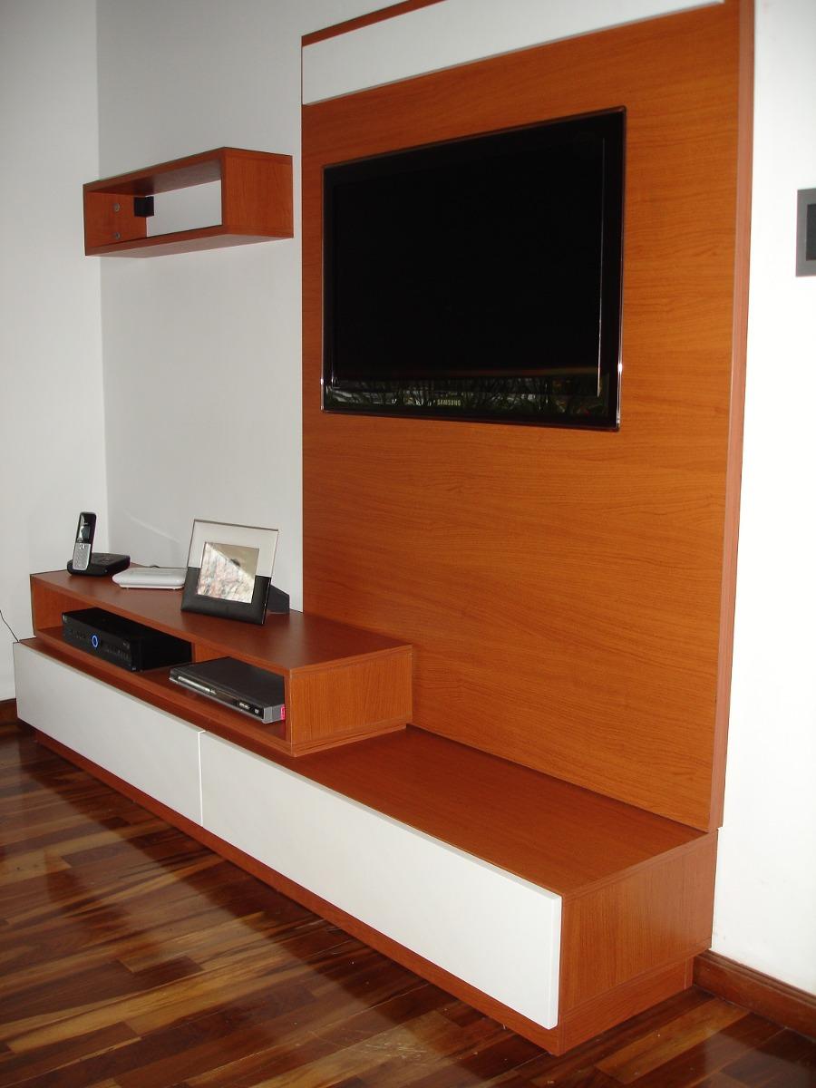 Mueble para comedor detalle de la mesa de comedor en el for Muebles modernos para living