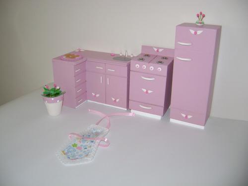 muebles pintados. casita de muñeca barbie. juego de cocina