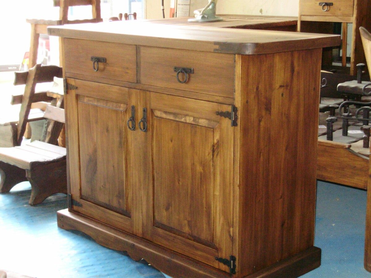 Muebles rusticos aparador rustico dos puertas madera for Puertas madera maciza