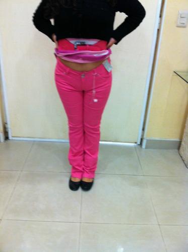 mujer bebe pantalones