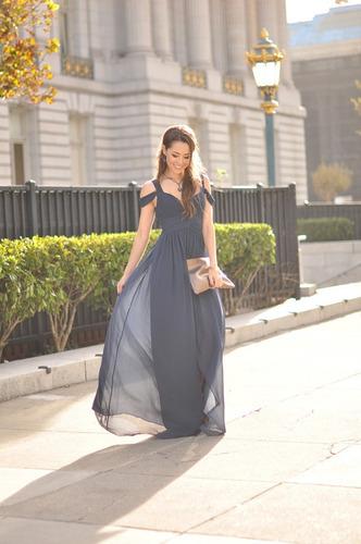 mujer graduación vestido