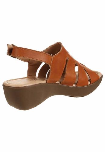 mujer marca sandalia