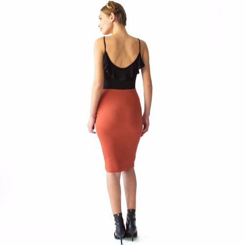 mujer tubo falda