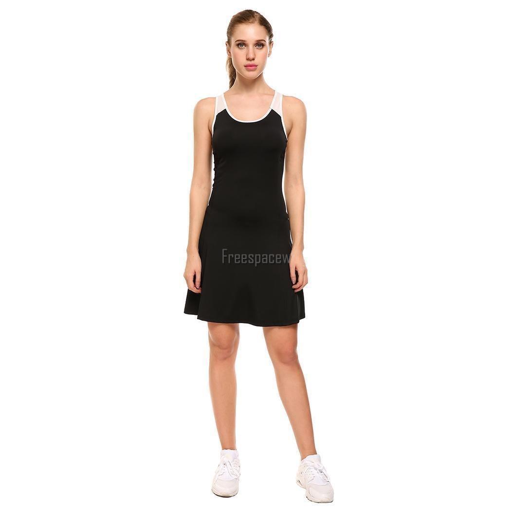 Mujeres con vestidos y tenis