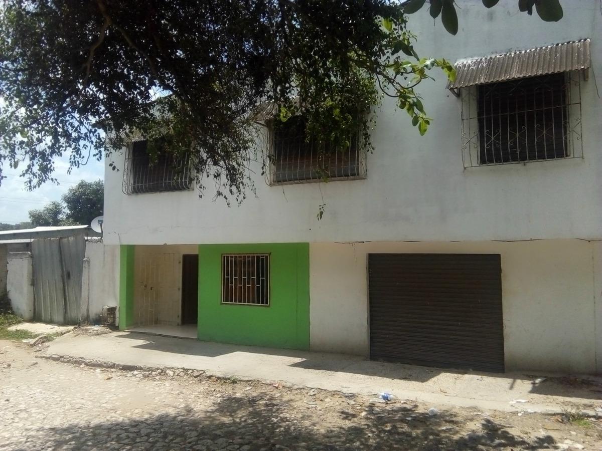 multilocal de 2 pisos con apartamento y patio