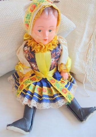 muñeca checa antigua traje típico en tela original 30 cm