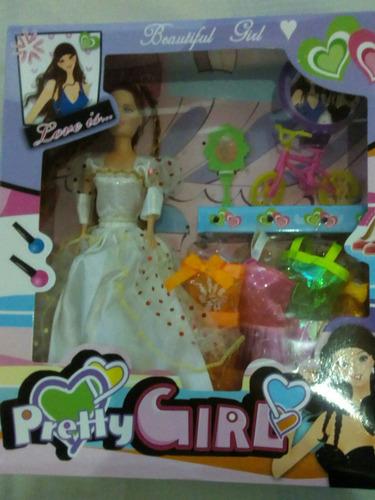 muñeca con 4vestido 1bicleta 1espejo