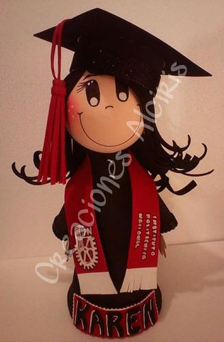 muñeca de foamy graduacion, centro de mesa fofucha